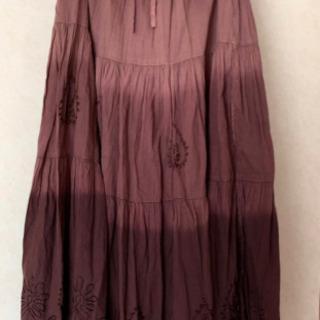刺繍が可愛いスカート