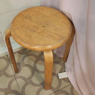 木の丸椅子A