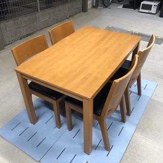 ニトリ 4人掛けダイニングテーブル&他社製の椅子4脚セット