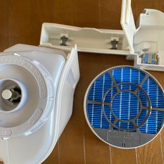 シャープ SHARP KC-E70-W [高濃度プラズマクラスター7000 加湿空気清浄機(加湿17畳まで 空清31畳まで) ホワイト](1014c) - 家電