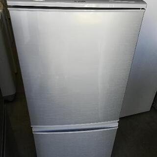 【送料・設置無料】⭐シャープ⭐137L⭐美品の冷蔵庫⭐洗濯機との...
