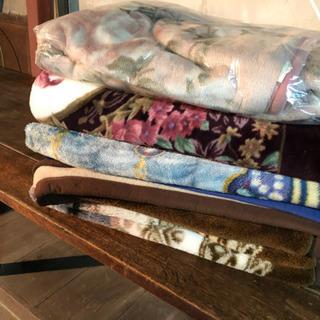 古い毛布4枚…緩衝材などに