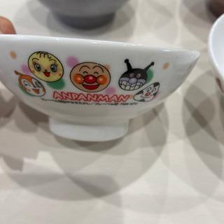 子供用のアンパンマン、キティちゃんの茶碗