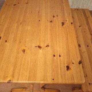 パイン材のダイニングテーブル