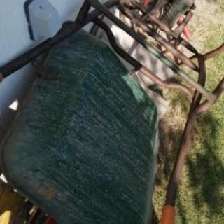 古い一輪車 パンクしてます