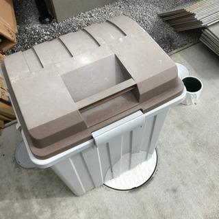 大きめダストボックスと、鉢皿、植木ポットのセット