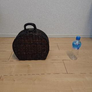 籐のバッグ