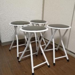 ニトリの折り畳み椅子4台の画像