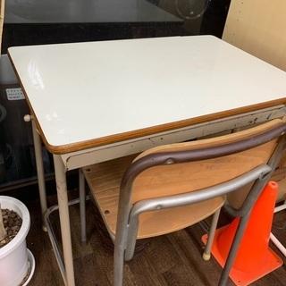 【無料】残り1セット、中学校で使っていた机と椅子2セット