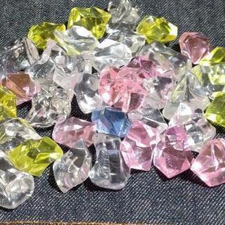 アクリルアイス。石の形です。