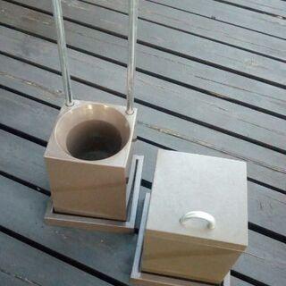 トイレブラシスタンド・ゴミ箱