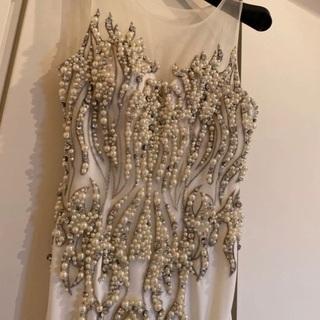 美しく光るロングドレス
