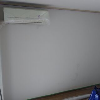 光触媒の壁紙に塗り替えてウイルスを不活性化!あなたのお部屋がクリ...