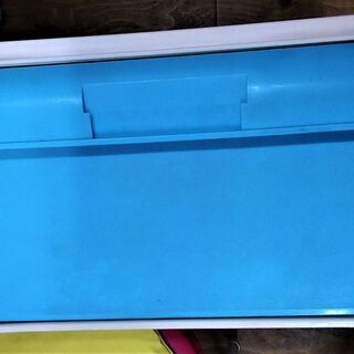 【中古】衣装ケース 正面の引手部分が青色