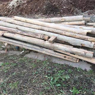 廃材(柱、梁)、薪などに 10/31に引き取れる方