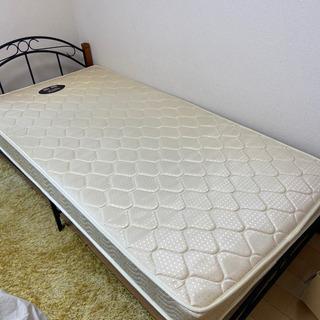 ニトリのシングルベッド0円でお譲りします。フレームのみ、マットレ...