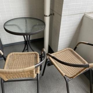 ほぼ新品!ベランダやお庭で使えるテーブルと椅子のセット