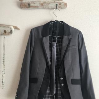 卒業、入学式にも使えるスーツ