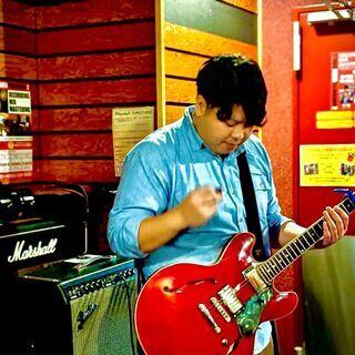 音楽始めませんか?ギター教えます!