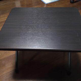 小さな折りたたみ式テーブル