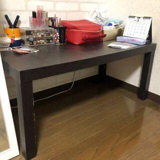 テーブルと色んな家具が無料です。