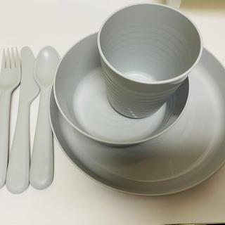 IKEA kalas キッズ食器 白と黒