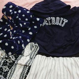マタニティーの洋服と、カバーオールとケープ