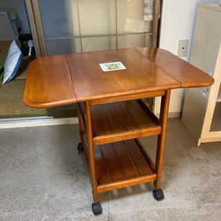折り畳み式のキャスター付小型テーブル