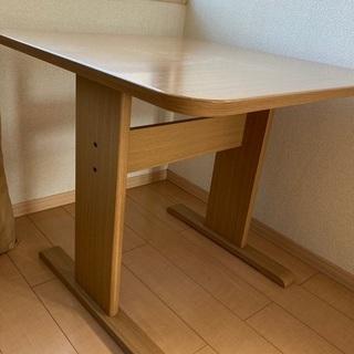 ニトリで購入したダイニングテーブル