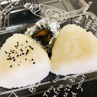 新米*塩むすび2個いり¥200〜まるまるコロッケ屋