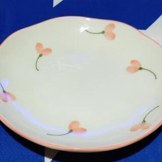 お花の皿です。三枚セット。