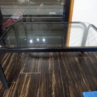 ガラスのちょっとしたテーブル