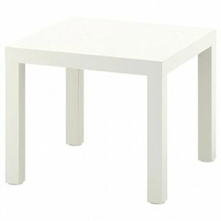 IKEAの白いテーブルの画像