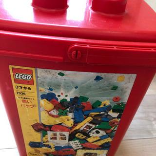 LEGOの赤いバケツ
