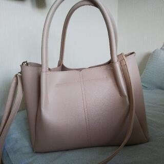 ピンクの鞄の画像