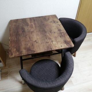 ダイニングテーブルと椅子2脚 差し上げますの画像