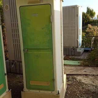 仮設トイレ(水洗式)、軽いので搬入は楽に出来ます。