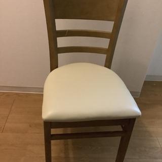 シンプルなダイニング椅子