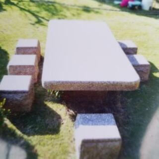 大きな石のテーブル イスのセット