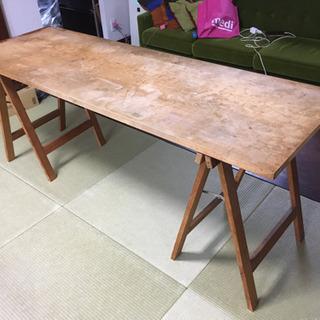 木製の天板と足