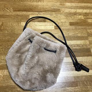 Heliopoleのフェイクファーの巾着バッグ