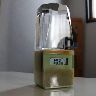 煌く電波時計★置時計★石調★ガラス模様★単4電池使用