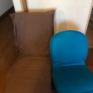 座椅子※右の青は取引済です