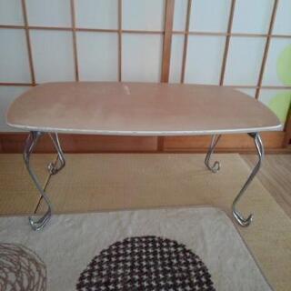 ネコ足テーブル