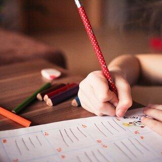 一番重要な中学英語、学校の教科書を使用して教えます。