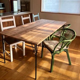 天然木とアイアンのダイニングテーブル