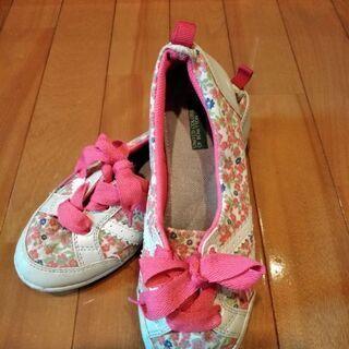 無料 BENETONN ベネトンのピンクの花柄シューズ