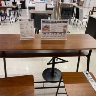 新品に近いです。カウターテーブル+椅子二つ、状態良好です。まだま...