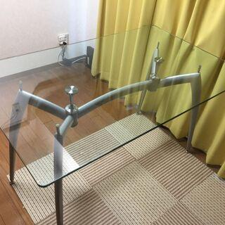 ガラステーブル&スチールチェア2脚を差し上げます
