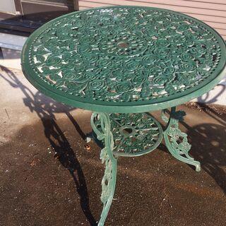 ガーデンテーブル 1000円の画像